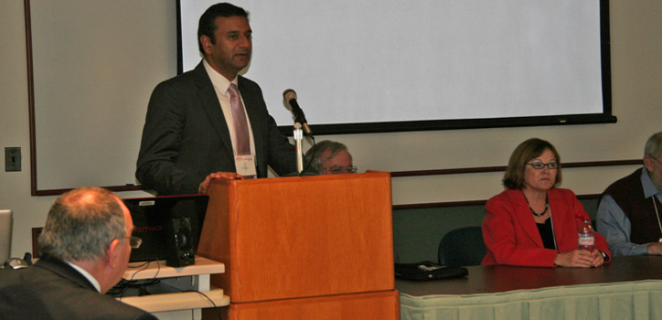 Rohit Bhargava speaks to the University of Illinois Cancer Center planning meeting held at the Beckman Institute Oct. 18.