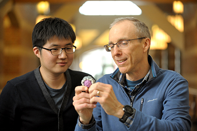 A Beckman Postdoctoral Fellow since 2014, Semin Lee, left, works primarily with Jeff Moore, a professor of chemistry and a member of the Autonomous Materials Systems Group.