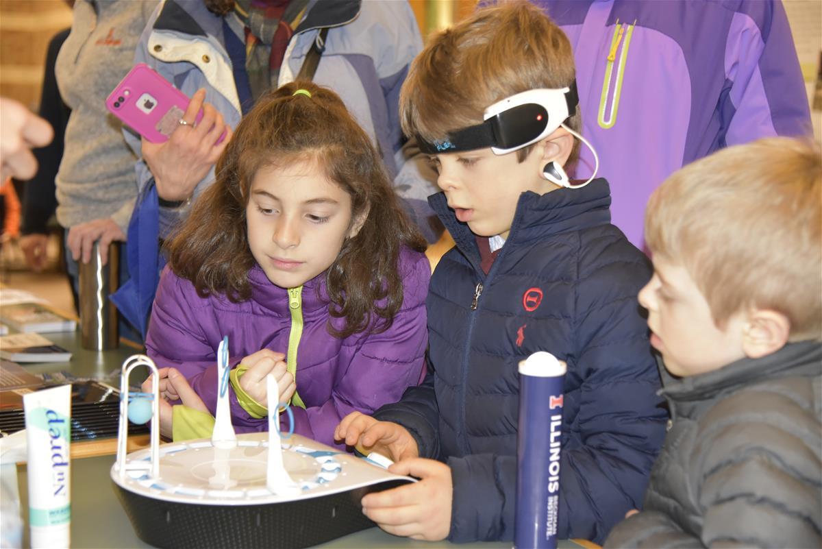 Children at Beckman Institute Open House
