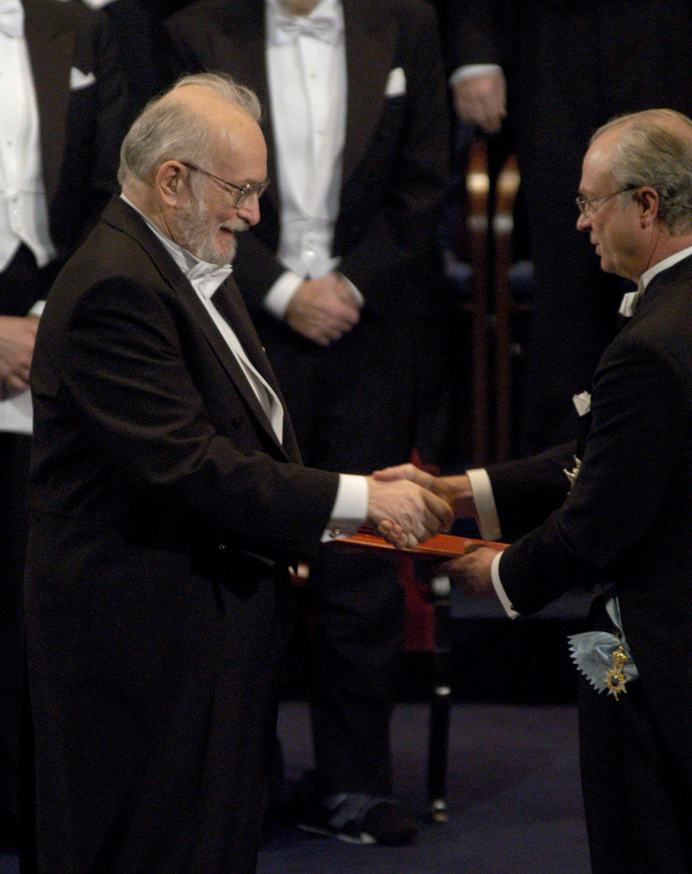 Paul Lauterbur accepts the 2003 Nobel Laureate in Physiology or Medicine. Photo by Darrell Hoemann.